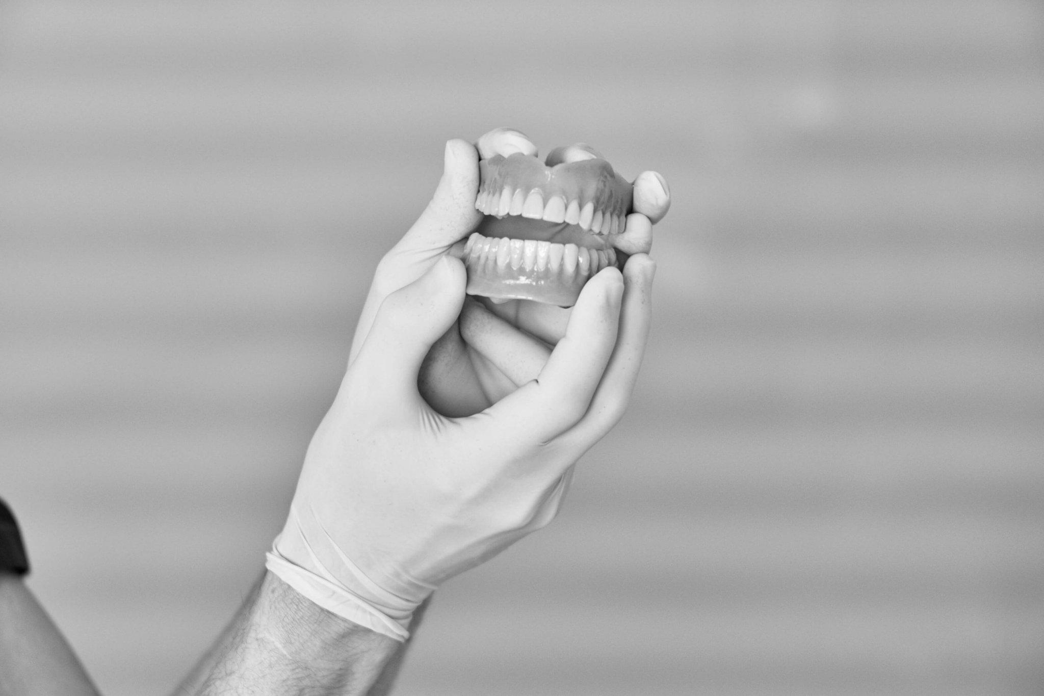Die Zahnarztpraxis Dr. Jochen Deppe  in Gütersloh ist spezialisiert auf #Prothetik (Zahnersatz). Dabei nutzen wir modernste Diagnose- und Behandlungsverfahren (3D-Röntgen, Oral-Scanner, Implantologie).